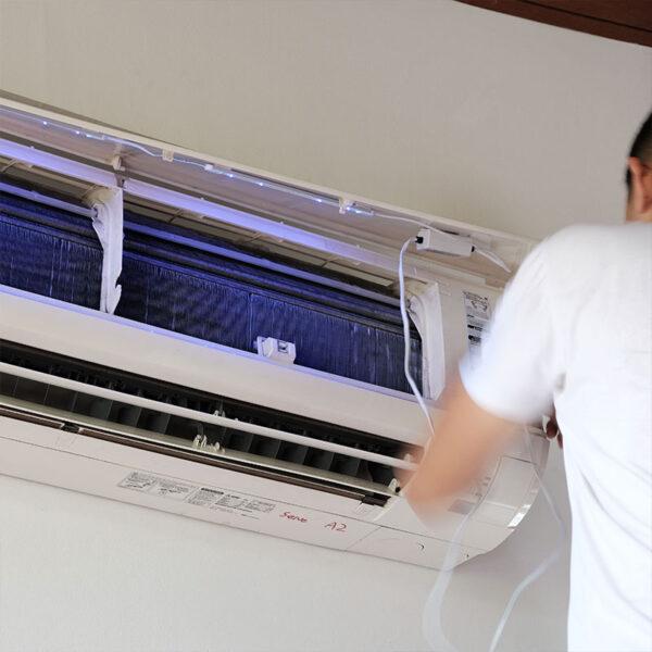 Built-in uv air purifier in aircon